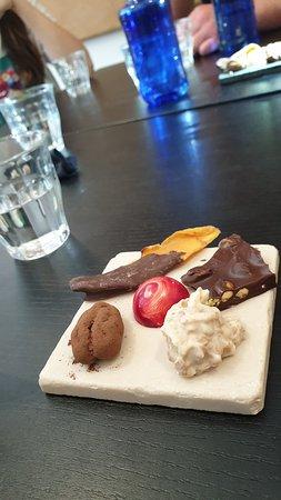 Food Walking Tour of The Hague: proevertjes