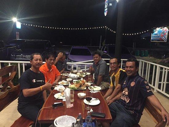 باكتشونغ, تايلاند: อาหารอร่อย ดื่มเบียร์ก็อร่อยนะครับ