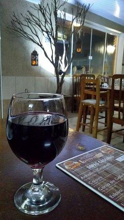 Nada como uma sopa e um bom vinho, no friozinho da noite.