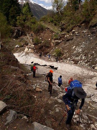 Team 4 Adventure: Crossing a glacier