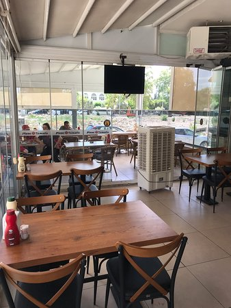 Müşteri memnuniyetinin ön planda oldugu bir işletme.Pizzalari ve italyan makarnalari cok lezzetli.Tireye yakisan bir pizzaci