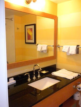 Excellent Hotel with Close Proximity to Canada Place