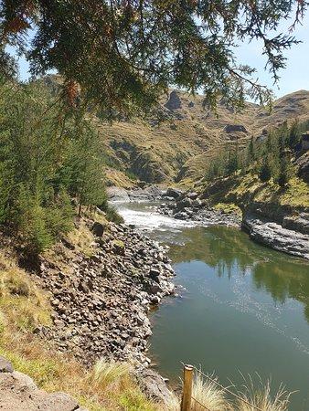 CrossoverPeru Tour Operator: Вид с левого берега моста Queswachaka