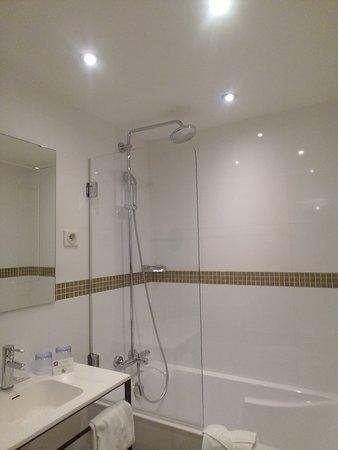 Salle de bain d'une chambre double standard