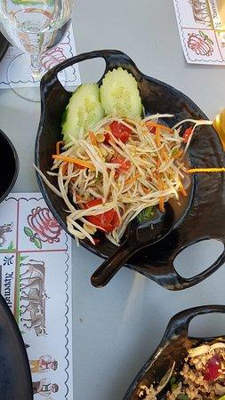อาหารอร่อยทุกอย่าง รสไทยแท้ๆ ถึงเครื่องทุกจาน คุณป้อมเจ้าของร้าเท่ห์มาก บริการเป็นเลิศ