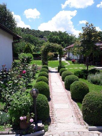 Mezek, Bulgaria: Gardens at Guesthouse