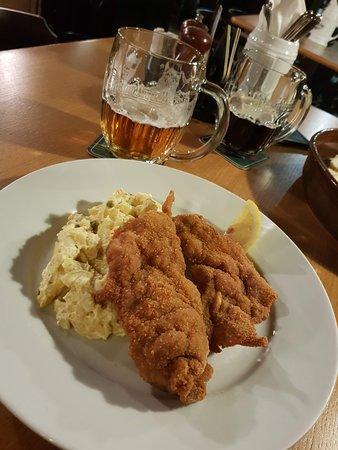 V Kolkovne Restaurant: schnitzel très copieux