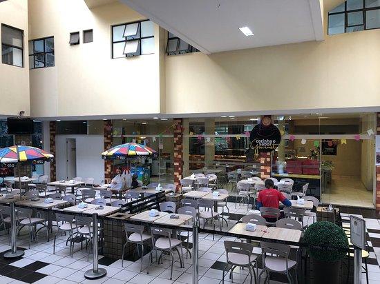 Cruzeiro, DF: Restaurante e mesas no subsolo