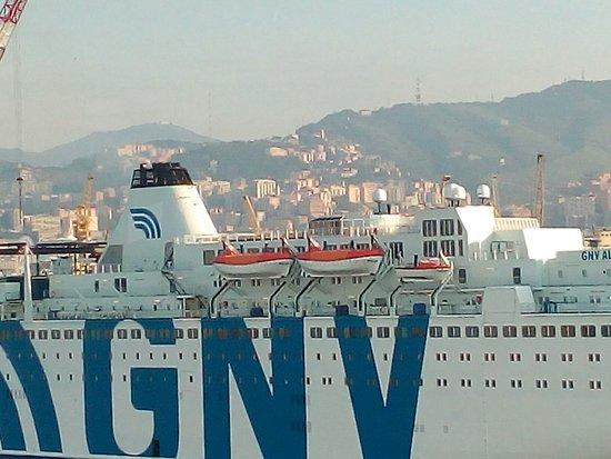 Genua, Italien: Vista del puerto de Génova