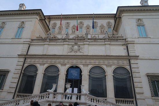 Galleria Borghese: 入口アップ