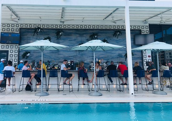 The Dalmar, Fort Lauderdale, a Tribute Portfolio Hotel: Great pool bar with food options