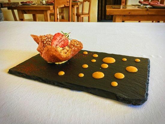 Tuile au miel, mousse mangue passion et pistaches caramélisées ...