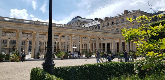 Courtyard of the Palais Royal. Apparently some really raunchy stuff went on in this place. Swan will have some fun stories for you if you do the tourrrrr.