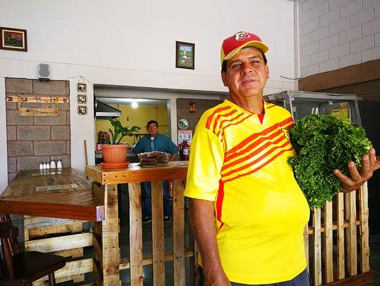 Restaurante El Buen Taco del Valle: Nuestro Amigo y Proveedor de hortalizas, Don Walter Mejía saludos!