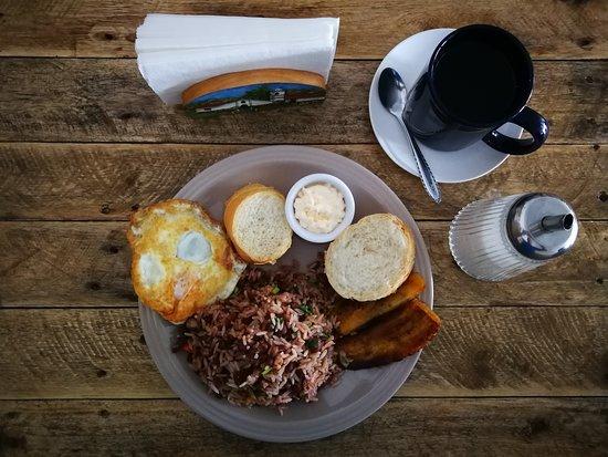 Restaurante El Buen Taco del Valle: Tradicional Desayuno Costarricense, (Gallo pinto).