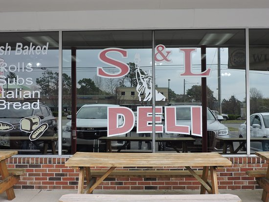 S&L New York Style Deli: Come by for breakfast or lunch!