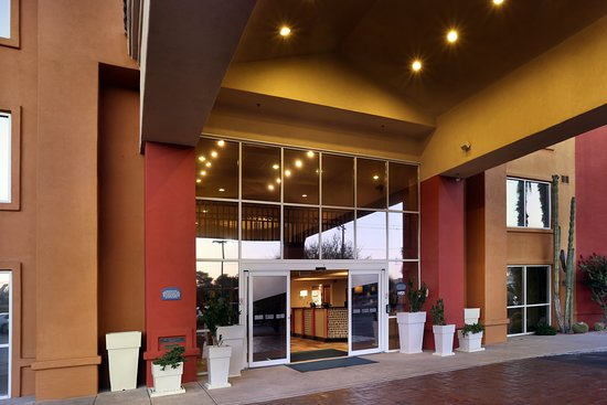 Holiday Inn Express & Suites Scottsdale - Old Town: Exterior