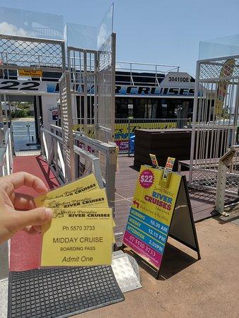 Croisière d'une heure et demie sur la Gold Coast au départ de Surfers Paradise : Tickets to go onboard
