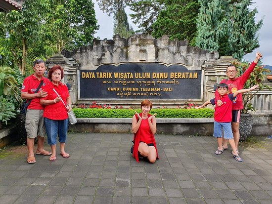 Ulun Danu Bratan Temple: View Ulun Datun Bali  Artistic many temple in Bedugul.  Good palace. And cold in here.   Holiday many people in here   Boat good idea