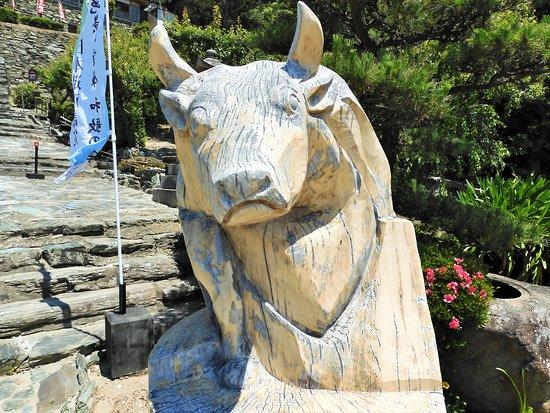 Wakaura Tenmangu: 狛牛のお出迎え