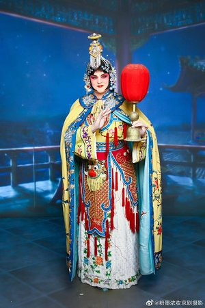 During 2000-2019, a lot of foreign friends have come to our studio to get to know Beijing opera out of the curiosity and interest in Chinese culture. Each time when they dressed up with the makeup and costumes, they showed their surprise and kept thumb up to us . We got the sense of achievement that all our efforts have paid off. Hope we've made our contribution to spread traditional Chinese culture to the world during the 19 years.