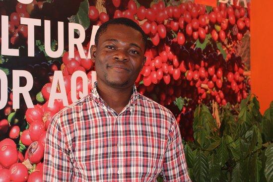 Ndalatando, Angola: A vida vai e vem
