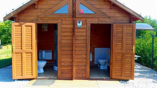 Czerwonak, Polonia: Toalety z prysznicem i przewijakiem dla niemowląt