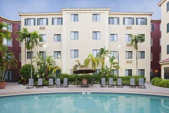 Staybridge Suites Naples-Gulf Coast: Pool