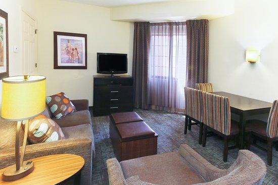 Staybridge Suites Naples-Gulf Coast: Guest room