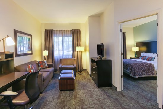Staybridge Suites Naples-Gulf Coast: Suite