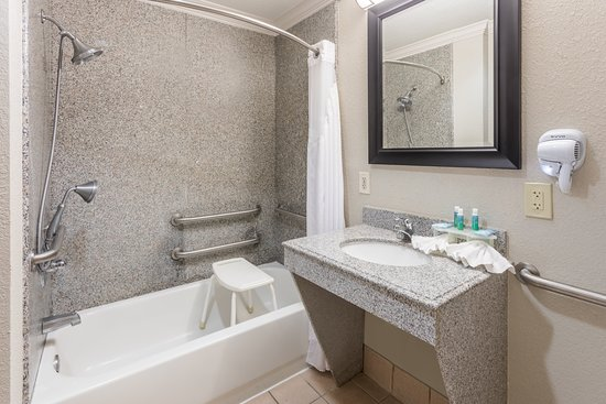 Holiday Inn Express Hotel & Suites Lake Charles: Guest room amenity