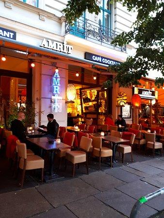 AMRIT - Mitte: Ravintola kadulta kuvattuna