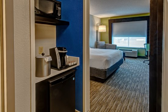 Holiday Inn Express & Suites Jackson Northeast: Guest room