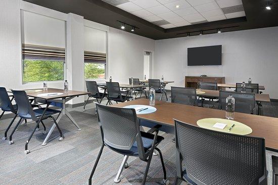 Aloft Jacksonville Airport: Meeting room