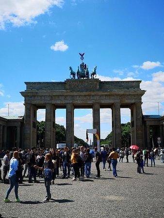 Бранденбургские ворота: Brandenburg Gate
