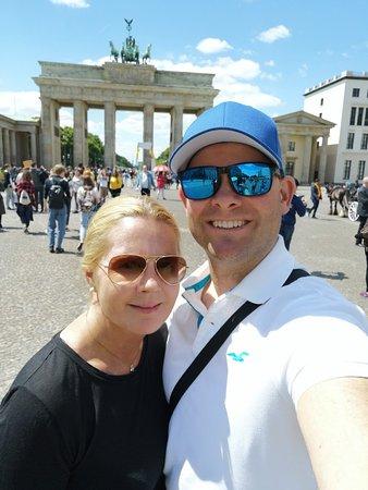 Бранденбургские ворота: Brandenburg Gate selfie