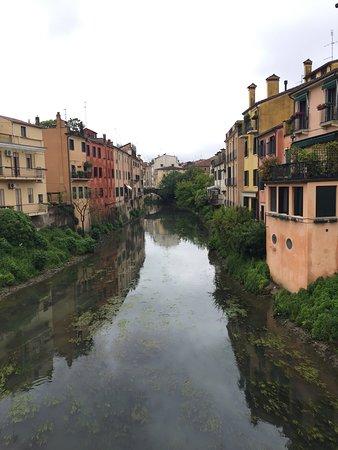 Padova, Itálie: vista da ponte molino