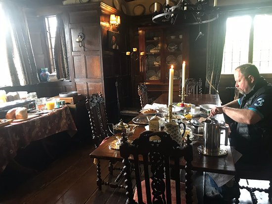 Brayne Court Bed and Breakfast: A sumptuous breakfast served in the Elizabethan dining room, with candles, sil er chargers and a little log fire burning merrily. Heaven, we didn't want to leave!