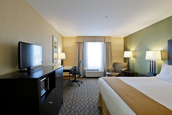 Holiday Inn Express Hotel And Suites Fort Saskatchewan: Guest room