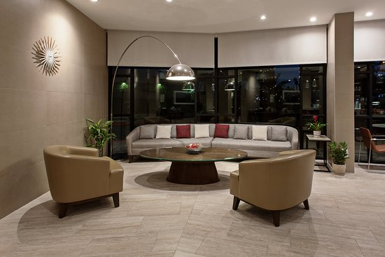 Holiday Inn Long Beach Airport Hotel and Conference Center: Lobby