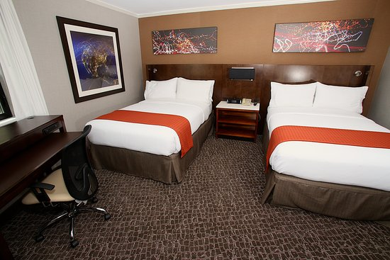 Holiday Inn Long Beach Airport Hotel and Conference Center: Guest room