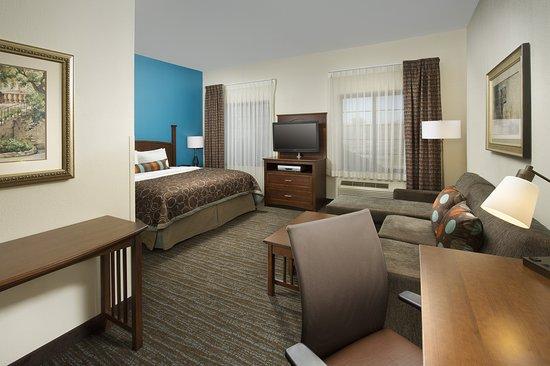 Staybridge Suites Baltimore BWI Airport: Suite