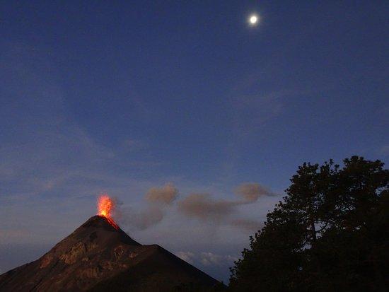 Erupción en una madrugada de luna llena