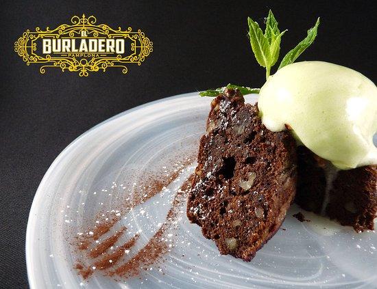 Brownie de chocolate con sirope de menta