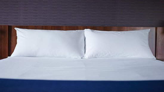 Holiday Inn Express Manchester Airport: Guest room