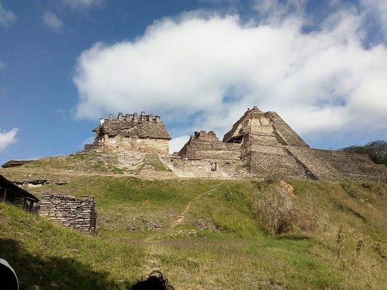 Con clientes de Guadalagara en zona arqueológica de tonina Chiapas es lindo es mágico ven y disfruta con la agencia hala-kin Chiapas Tours o