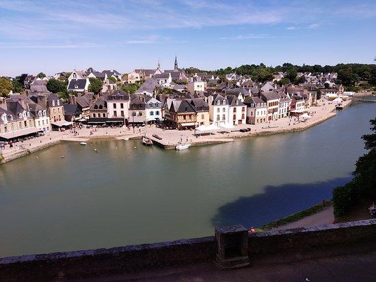 Port De St Goustan: Vue du château