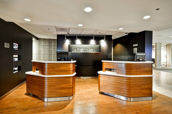 Courtyard Dallas Medical/Market Center: Lobby