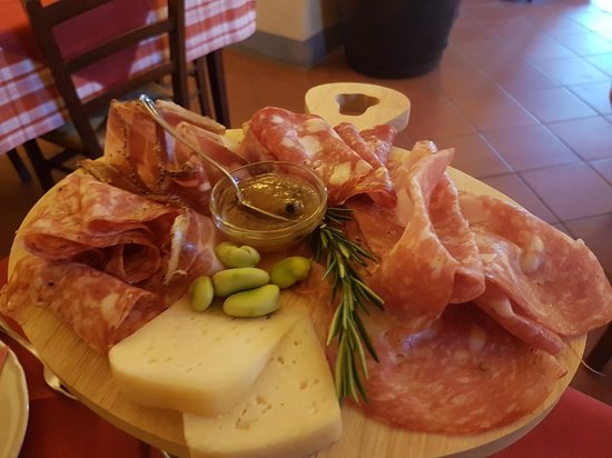 A wealth of Tuscan food