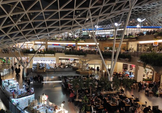 Varsovia, Polonia: Τέλειο εμπορικό κέντρο που σου παρέχει τα πάντα..